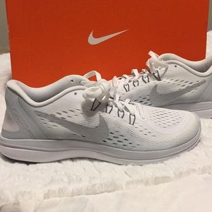 Nike flex 2017 white and silver